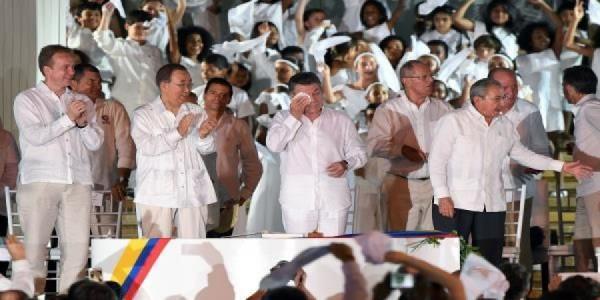 كولومبيا: التوقيع بقلم مصنوع من رصاصة على اتفاق ينهي 52 عاما من الحرب الأهلية