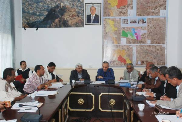 محافظ تعز يشيد بدور وزارة الدفاع في إسناد القوات الأمنية بالمحافظة