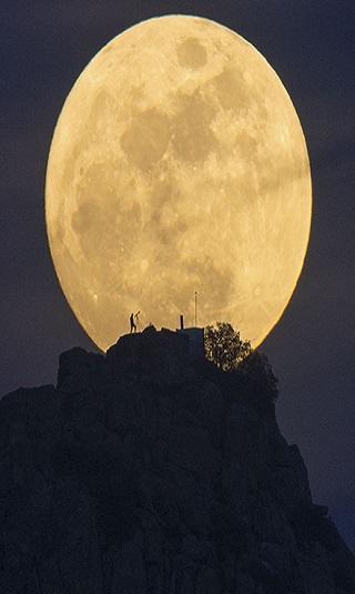 أكذوبة الجانب المظلم من القمر!