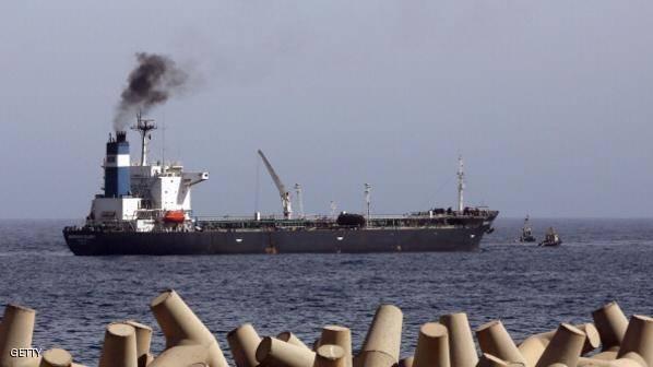 سلاح الجو الليبي يقصف حاملة نفط بدرنة