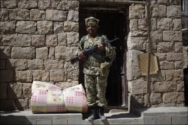 اليمن  خطة لتسليم الجيش مواقع &#34الحوثيين&#34 في البيضاء.. والتعاطف القبلي يدعم &#34القاعدة&#34