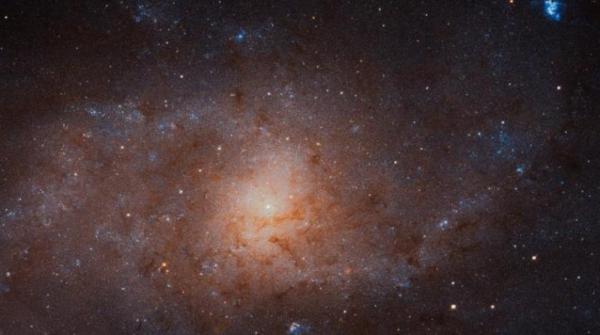 تلسكوب &#34هابل&#34 يلتقط صورة لمجرة على بعد 3 ملايين سنة ضوئية