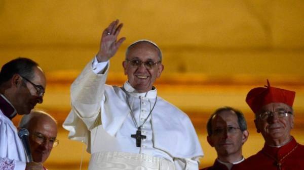 البابا للنساء في كنيسة سيستين: بإمكانكن إرضاع أطفالكن هنا