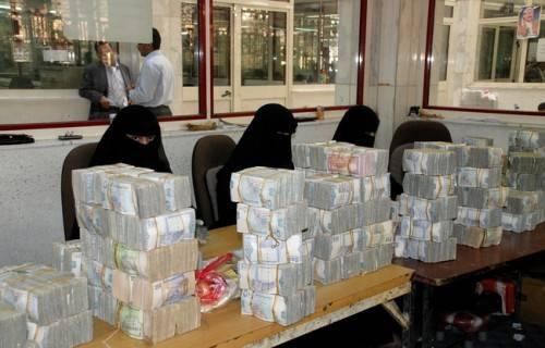 الحكومة اليمنية تقر صرف مرتبات يناير 2015 عبر لجان ميدانية
