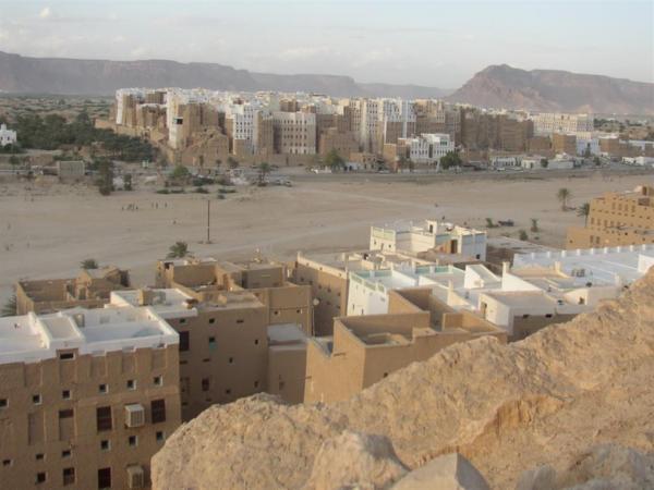 مقتل مواطن وإصابة آخر برصاص مسلحين مجهولين في شبام حضرموت