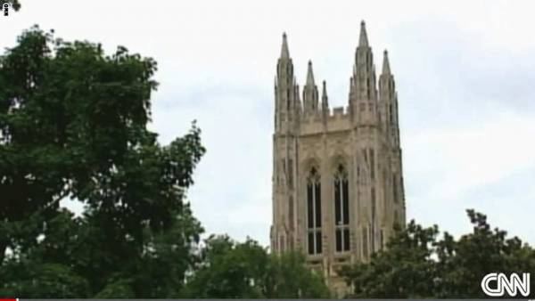 جامعة أمريكية تسمح لطلابها المسلمين برفع الأذان من أعلى برج كنيسة بالحرم الجامعي