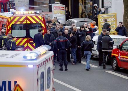 محتجز الرهائن في باريس يسلم نفسه للشرطة