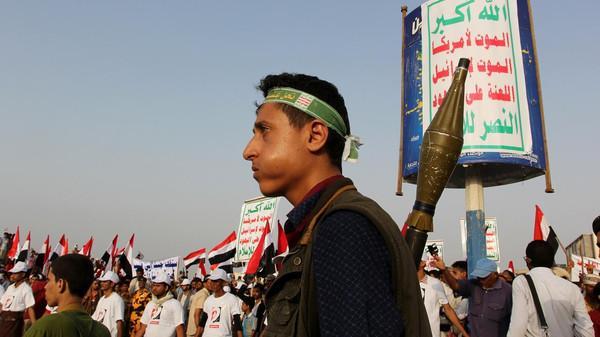 الحوثيون يلوحون باستخدام من يرفض القتال معهم &#34متاريس&#34