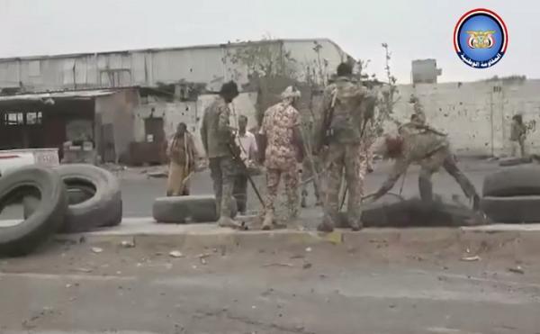 فيديو- المقاومة الوطنية تنفذ حملة واسعة لنزع الألغام وإزالة الحواجز الترابية الحوثية من المناطق المحررة بالحديدة