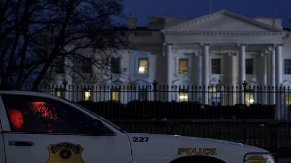 طائرة بدون طيار تهبط أمام البيت الأبيض وتربك حراسه