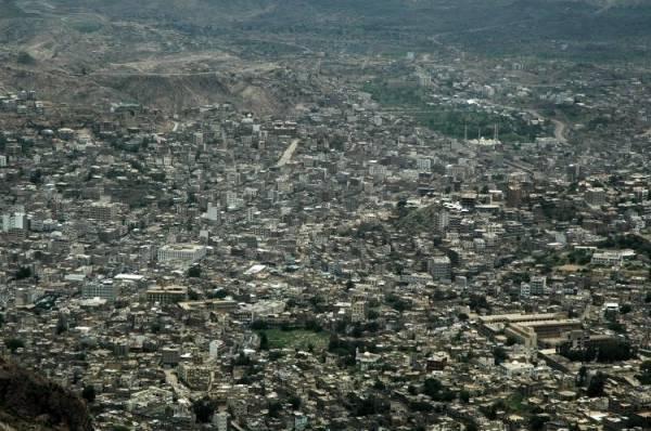 اشتباكات متقطعة بين مواطنين وسط اليمن