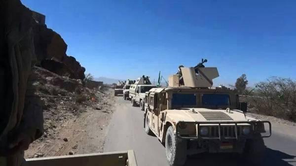 الجيش اليمني يسيطر على جبل يتمركز فيه القاعدة وسط البلاد