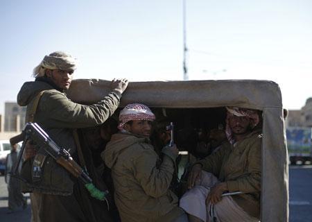 مليشيا الحوثي تنهب مخازن المؤسسة الاقتصادية بصنعاء