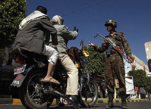 مُخبرون حوثيون يتقمصون دور سائقي دراجات نارية يملؤون شوارع وأحياء صنعاء