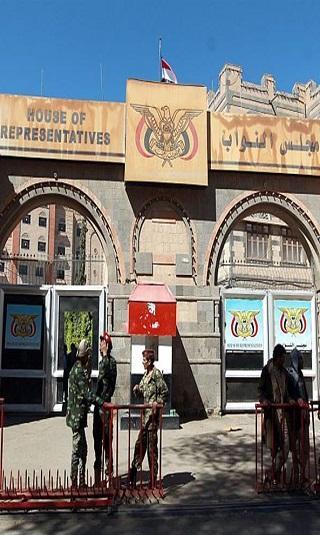 الحوثيون يجبرون النواب على الحضور لـ&#34شرعنة قراراتهم&#34.. ومصادر: جلسات البرلمان غير شرعية كونها تحت التهديد