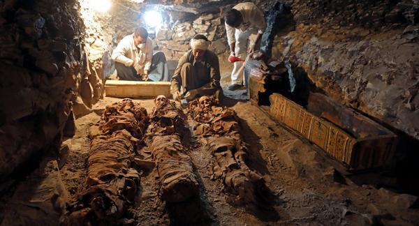 اكتشاف مقبرة بمنطقة أهرامات الجيزة تعود لعصر الأسرة الخامسة
