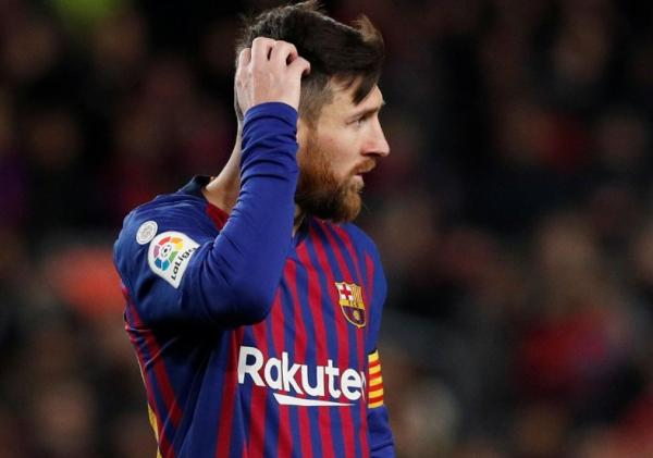 ميسي ينقذ برشلونة من خسارة أمام بلنسية ويقوده للتعادل