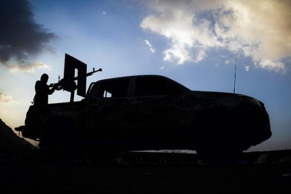 القوات الحكومية تحرز تقدماً ملحوظاً وتقترب من خط تعز الحديدة ومقتل المسئول الأول للحوثيين