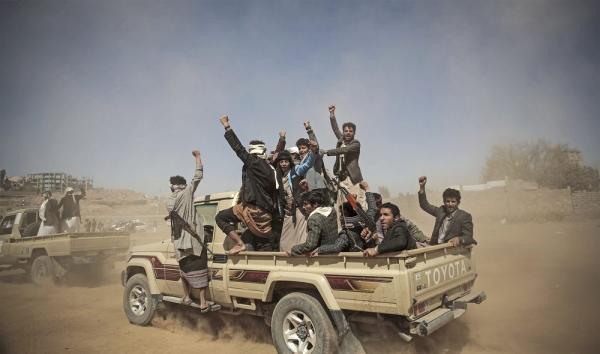 استمرار مليشيا الحوثي في إجبار مشايخ وعقال الحارات بالعاصمة على تحشيد مقاتلين