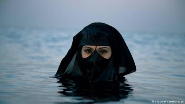 &#34سباستيان&#34 فنان بريطاني يسعى لتغيير صورة الغرب تجاه السعوديات (حوار)