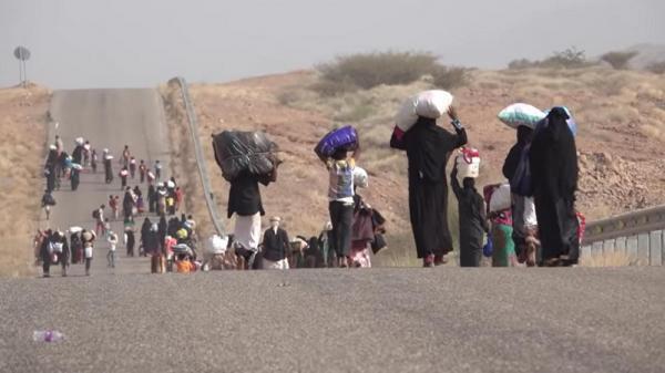 فيديو يوثّق تهجير مليشيا الحوثي لأهالي قرية شليلة بحرض حجة
