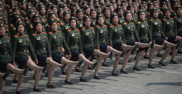 بيونغ يانغ تنظم عرضا عسكريا عشية افتتاح الألعاب الأولمبية الشتوية