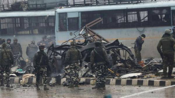 مقتل 33 جنديا في تفجير سيارة مفخخة في كشمير الهندية