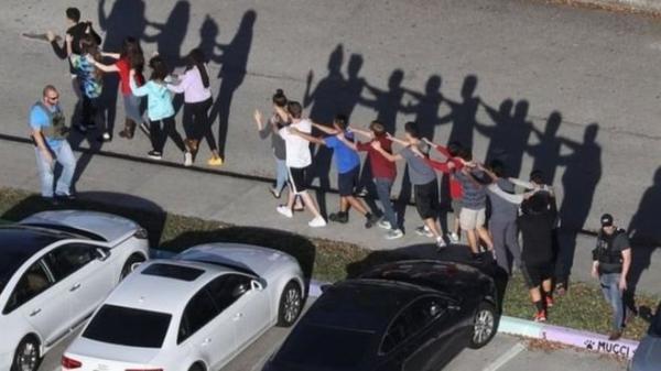 17 قتيلا على الأقل في إطلاق نار في مدرسة ثانوية بولاية فلوريدا الأمريكية