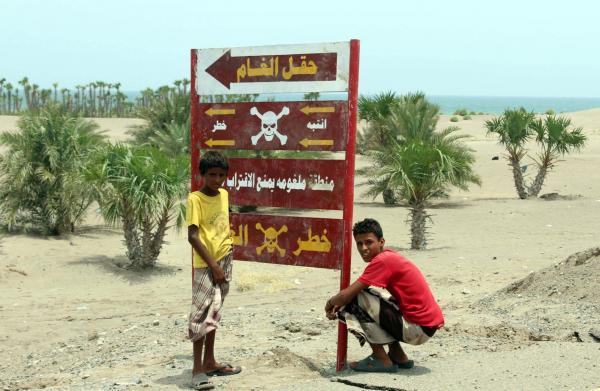 إصابة مواطن بلغمين زرعتهما مليشيات الحوثي داخل مزرعته في الحديدة