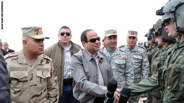 السيسي يزور طياري &#34الضربة الجوية&#34 ضد داعش ويتفقد المناطق الحدودية مع ليبيا