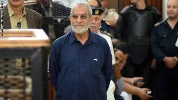 محكمة مصرية تقضي بإعدام 4 والمؤبد لبديع والشاطر