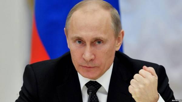 بوتين يعلن تخفيض راتبه وكبار المسؤولين الروس بنسبة 10%
