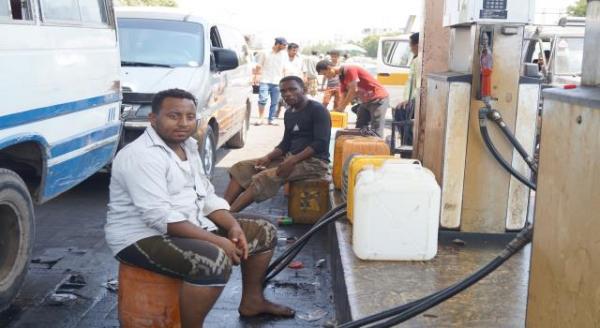 عودة أزمة الوقود إلى عدن وانتشاره في السوق السوداء