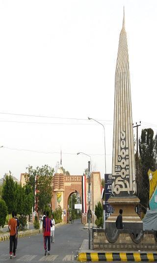 دكاترة بجامعة صنعاء يعتذرون عن مواصلة التدريس.. ويؤكدون: &#34لم نعد نملك أجرة المواصلات&#34