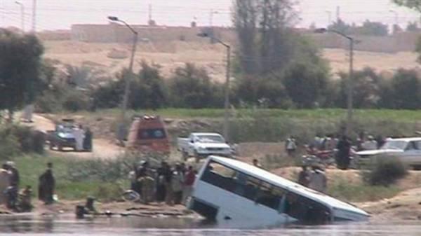 """مصر.. مصرع قرابة 35 شخصا بسقوط حافلة في """"ترعة المريوطية"""" بالجيزة"""