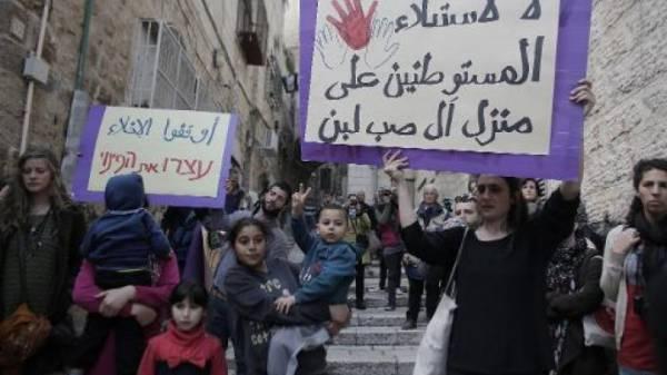 تظاهرة رفضا لطرد عائلة فلسطينية من منزلها في القدس الشرقية