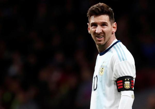 إصابة ميسي في عودة مخيبة للأرجنتين بهزيمة 3-1 أمام فنزويلا