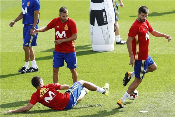 بيكيه يكشف سرا حول العداء بين لاعبي ريال مدريد وبرشلونة