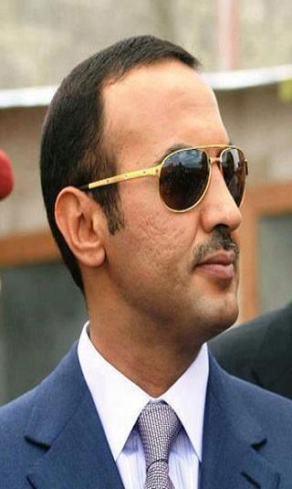 السفير أحمد علي يطمئن على صحة فائقة السيد