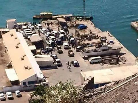 أسوشيتد برس عن مسؤولين يمنيين: هادي غادر إلى جيبوتي على متن قاربين (ترجمة)