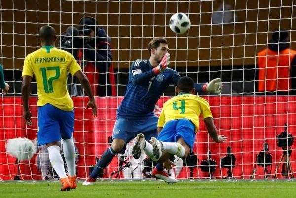 البرازيل تهزم ألمانيا وتستعيد بعض كبريائها بعد هزيمة 2014 الكارثية