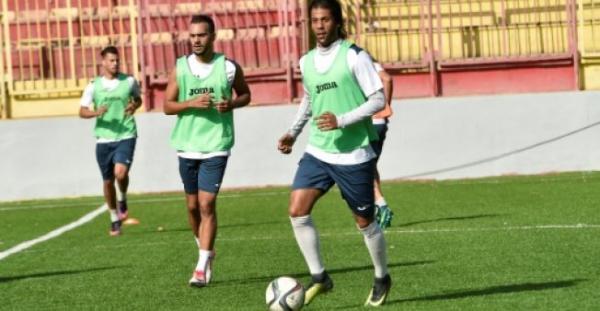 لاعبو كرة قدم فرنسيون يعودون الى أصولهم الجزائرية بحثا عن الاحتراف