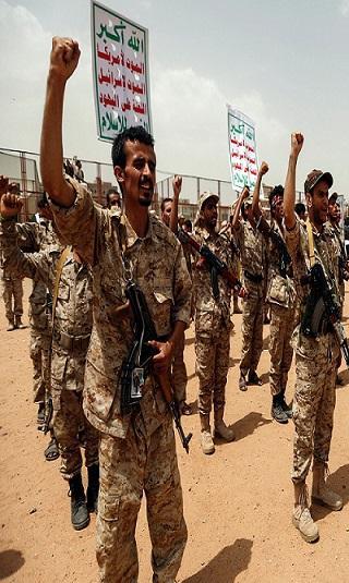 تغادر بعد وصولها بساعات.. &#34تعزيزات استعراضية&#34 يرسلها الحوثيون للجبهات لرفع معنويات مقاتليهم