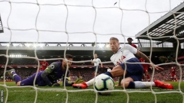 هل يُسهم القدر في فوز ليفربول بالدوري الإنجليزي الممتاز لأول مرة منذ 29 عاما؟