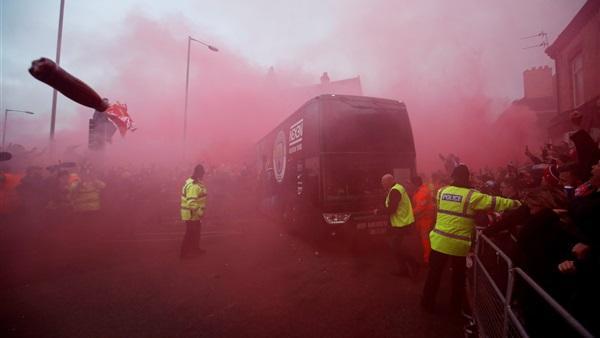 ليفربول يعتذر لمانشستر سيتي بعد القاء قارورات على حافلة فريقه