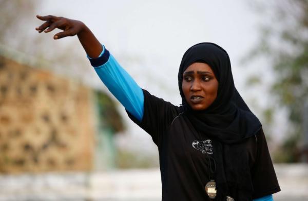 سلمى السودانية أول أفريقية تدرب فريق كرة قدم للرجال