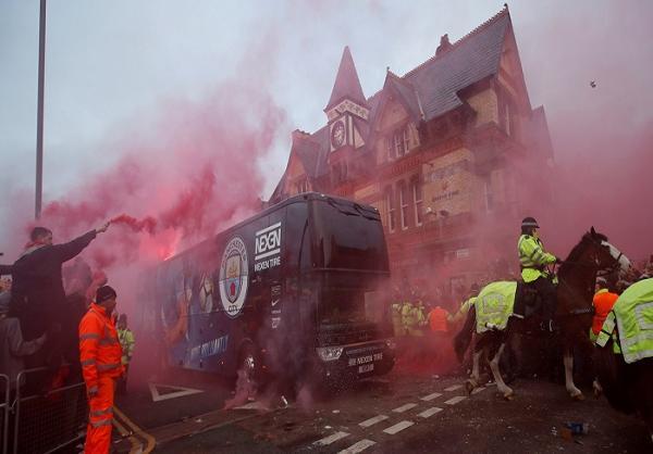 الاتحاد الأوروبي لكرة القدم يوجه الاتهام لليفربول بسبب إلقاء قوارير على حافلة سيتي