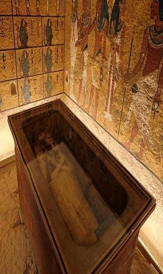 صور- الكشف عن مقبرة فرعونية ملونة لـ&#34توتو وزوجته&#34 وتحوي 50 مومياء تعود إلى العصر البطلمي
