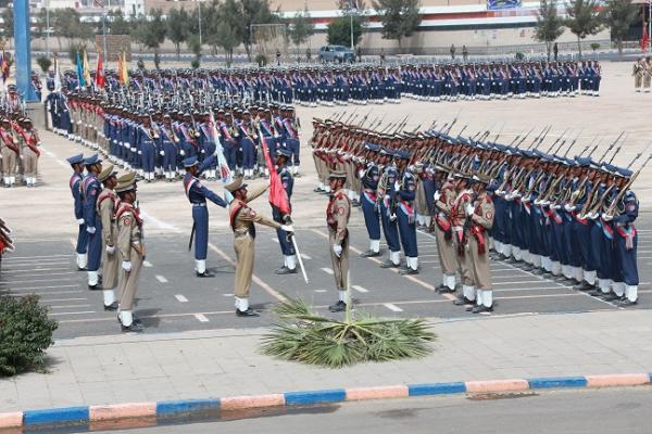 الحوثيون يهددون بفصل 100 من منتسي كلية الطيران