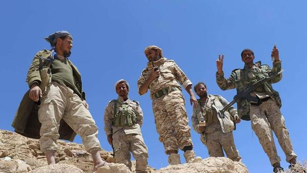 تطهير آخر المواقع في جبال الزلازل بنهم واغتنام أسلحة تركها الحوثيون أثناء فرارهم